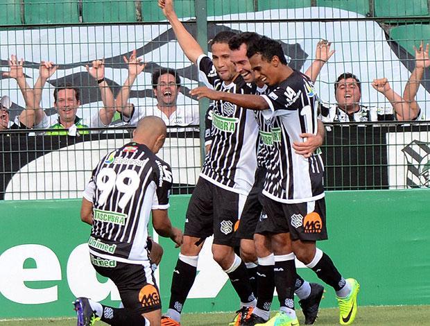 Foto: comemoração do Figueirense após gol em jogo anterior.
