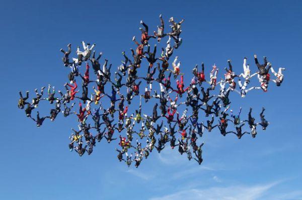 Foto: americanos em salto simultâneo para a quebra do recorde mundial.